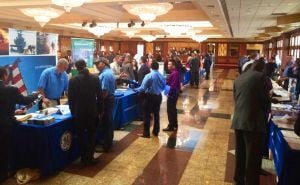 Job fair attracts 100 vets, service members 1
