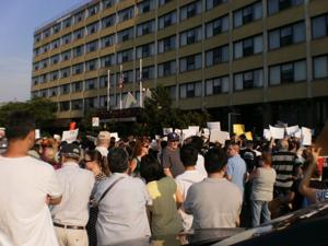 1,000 protest Pan American homeless shelter in Elmhurst 1