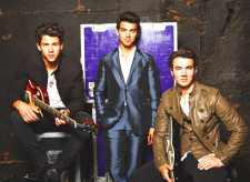 Jonas Brothers open Open