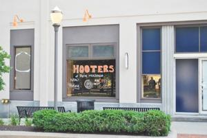 New owner revives Fresh Mdws Hooters 1