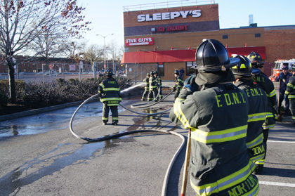 Mid-central Queens: Minor brushfire fed by winds