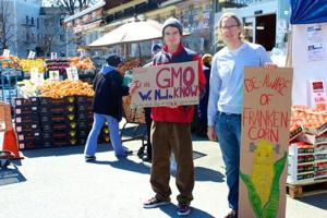 Students press for food-labeling bill 2