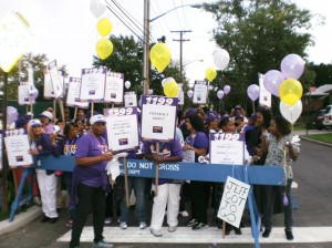 Hospital workers rally over contract 1