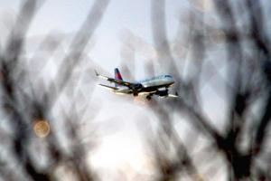 Cuomo forces PA's hand on airplane noise issue 1