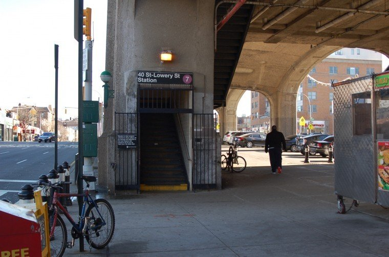 Man pushed to his death on 7 train