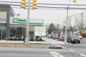 Duane Reade in Howard Beach closes for good; CVS, Starbucks open, Petco returning 1
