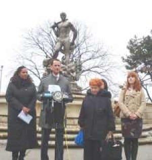Does Queens statue lack 'Civic Virtue'?