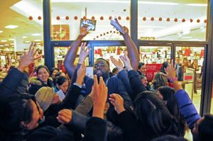 Retail ritual begins across Queens on 'Black Thursday' 1