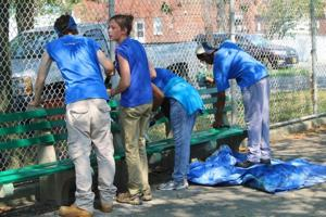 Youth volunteers tackle Charles Park 1
