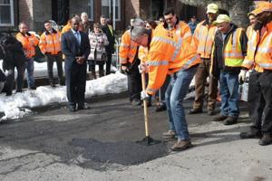 De Blasio, in Queens, announces 'pothole blitz'