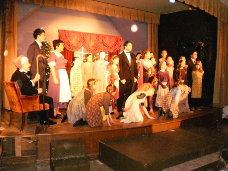 Production of Annie pleases crowd 1