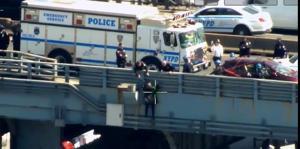 Cops talk woman out of jumping off Kosciuszko Bridge
