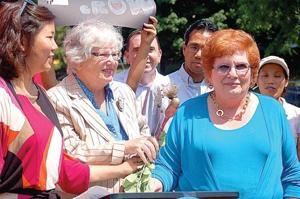 Elmhurst gardeners say 'Lettuce Grow'  2