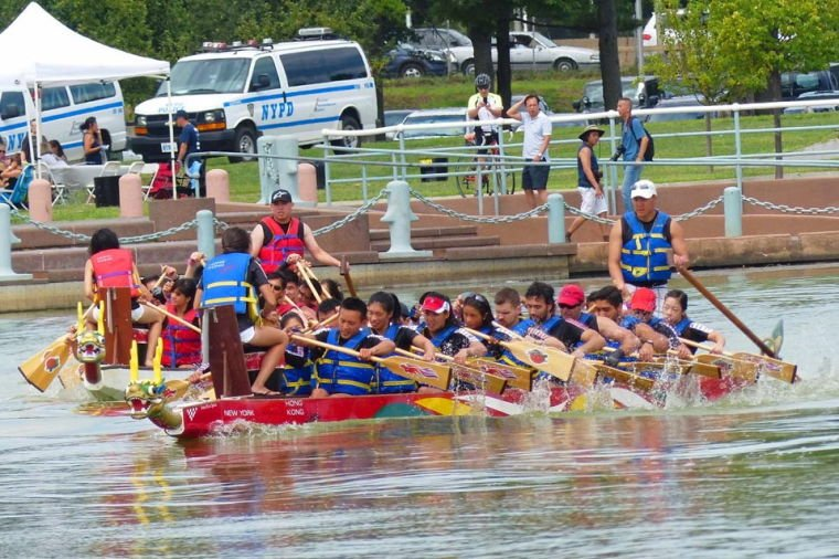 Dragon boat races wow crowds