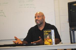 Author explores the aesthetics of hip-hop