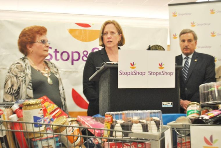 Stop & Shop gives food for Passover 1
