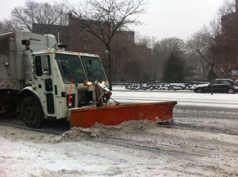 Snow hits Queens earlier than expected, and hits it hard 1