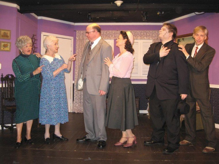 'Arsenic and Old Lace' kills with laughter
