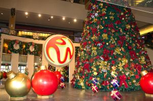 Resorts World welcomes the holidays 2