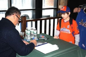 Queens Baseball Convention draws  fans and Amazin's legend Ron Darling