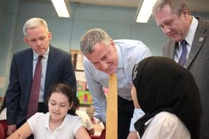 De Blasio pushes arts programs at PS 69 1