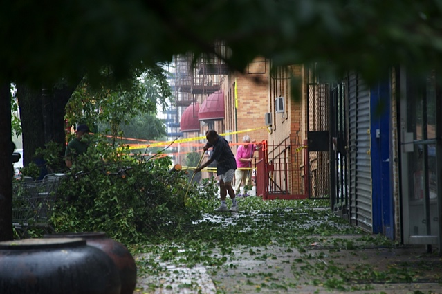 Residents hit shelters as Irene hits Queens; cleanup begins