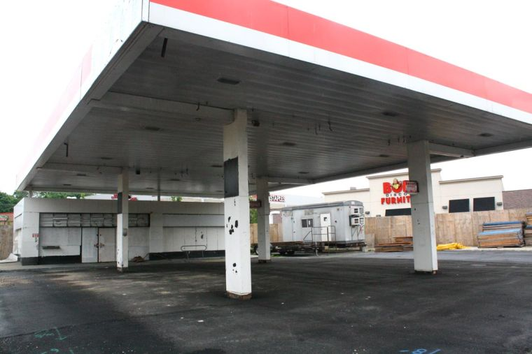 Defunct gas station may become retail 1