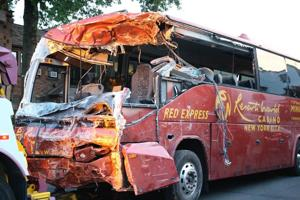 Woodhaven Blvd. bus crash leaves eight hurt 1