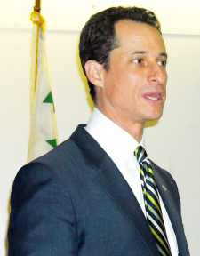 Weiner, city reps tell C.B. 10 of plans to help improve the economy