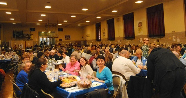 Fundraising event draws large crowd 1