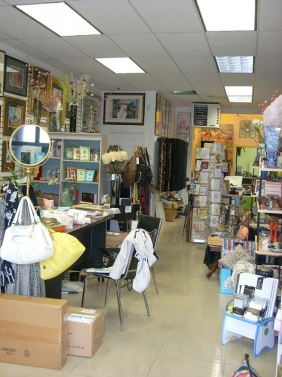Framing store celebrates 40th anniversary Oct. 131