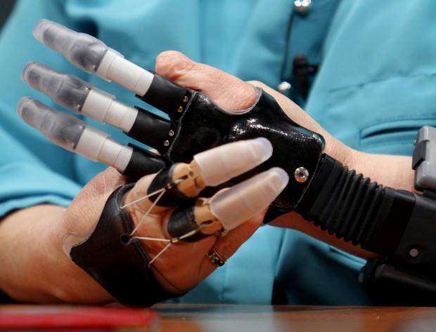 091013-bionic-fingers-04