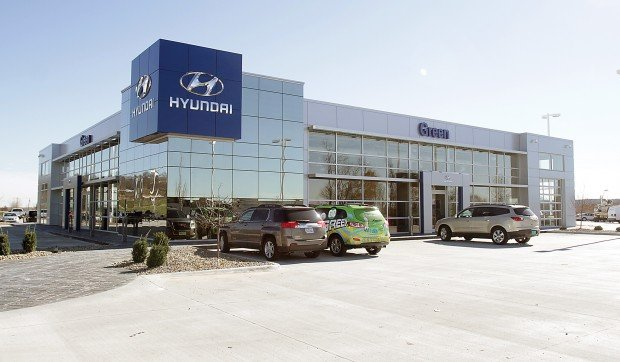 green hyundai opens in moline business. Black Bedroom Furniture Sets. Home Design Ideas