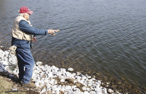 Urban stocking program fillings west lake park with fish for Iowa fish hatcheries