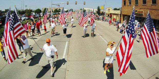 070413-bettendorf-parade-04