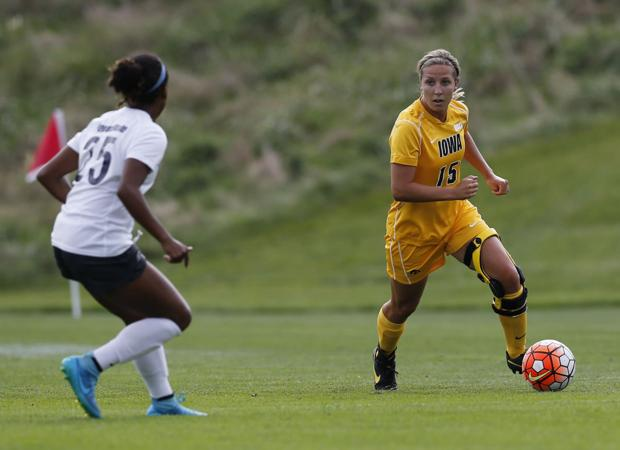 Ripslinger chases modest goals as her Hawkeye career begins