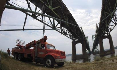 Bridges: Iowa, Illinois order safety inspections
