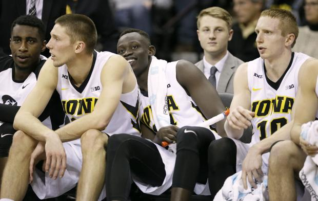 Hawkeyes roll over cold-shooting Penn State