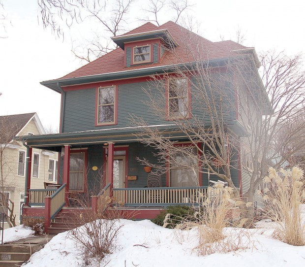Metal Panel Roofs Make Inroads In The Quad Cities Home