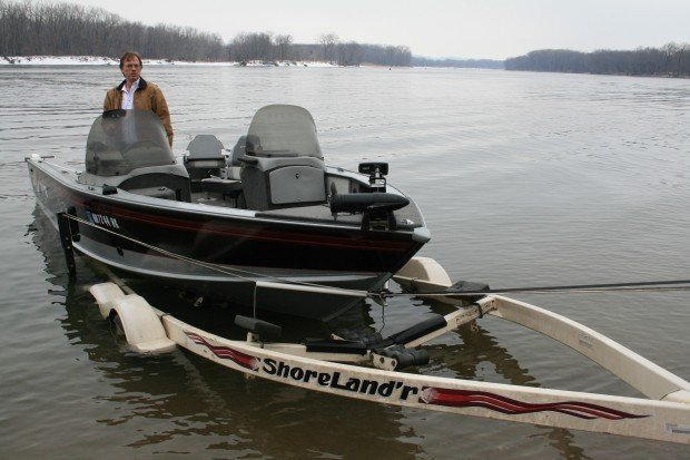 A one-person system for boat launching and retrieval | Lifestyles | Recreation | Water Activites