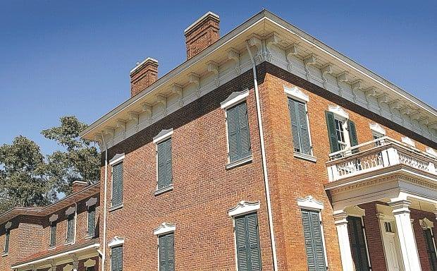 LeClaire House