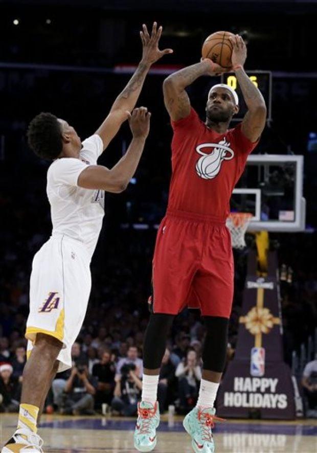 Photos: NBA's 'awful' sleeved Christmas jerseys : Basketball