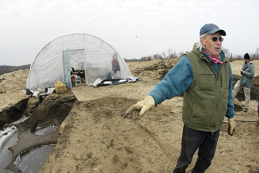 Archaeological dig near Oakville, Iowa, finds ancient village