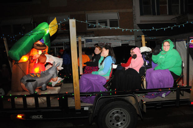 Parade of lights revived for belle fourche holiday season for Scott peterson motors belle fourche sd