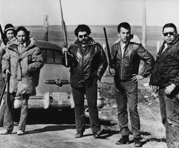 En 1973, 200 amérindiens et amérindiennes armés occupèrent le site de Wonded Knee.
