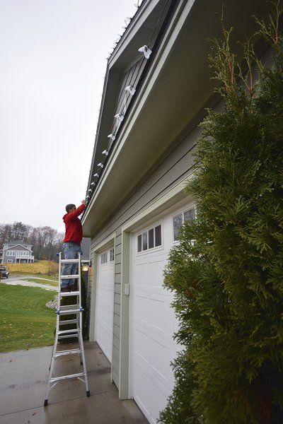 Company Installs Maintains Removes Christmas Lights