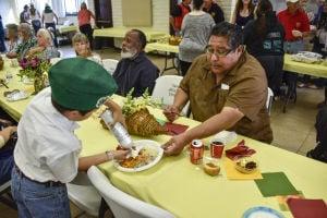Nipomo volunteers serve 400 Thanksgiving dinners