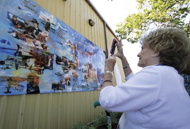 Pilots dedicate garden, celebrate history