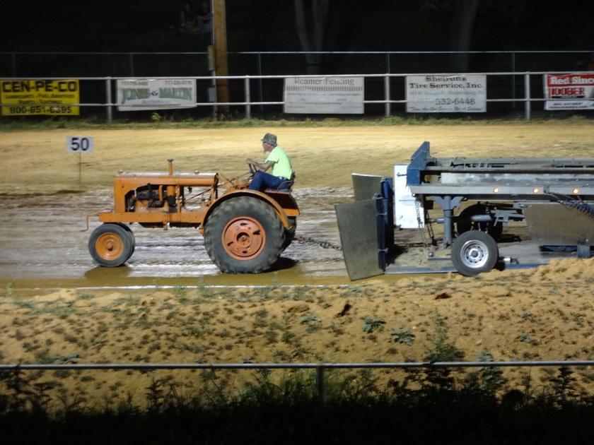 Antique tractor pull big lick