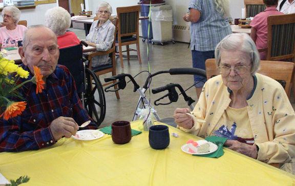 Couple celebrates 76 years of marriage